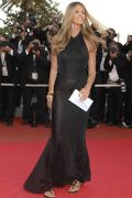 Elle Macpherson im Beach-Look