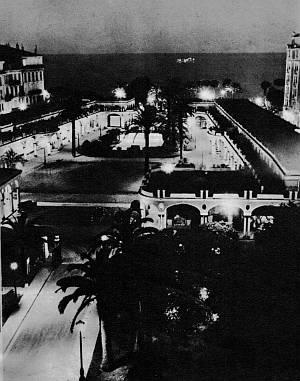 Die Croisette bei Nacht.