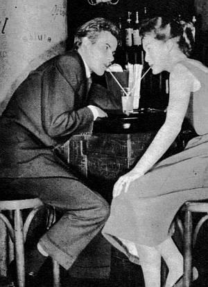 Horst Buchholz und Romy Schneider beim gemütlichen Kennenlernen.