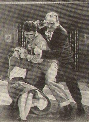 """Mary Murphy, Dewey Martin und Frederic March in """"Verzweifelte Stunden"""""""