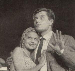 """Eva Bartok und Robert Freytag am Set von """"Rummelplatz der Liebe"""""""