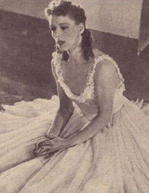 Liselotte Köster im hübschen Gaze-Kleid