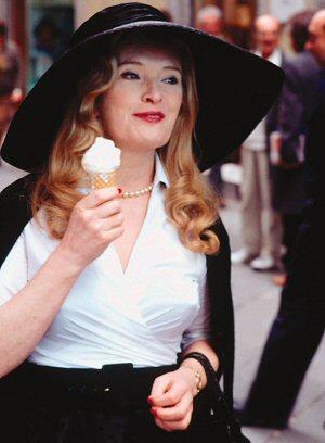 """Lindsay Duncan spaziert """"Unter der Sonne der Toskana"""""""