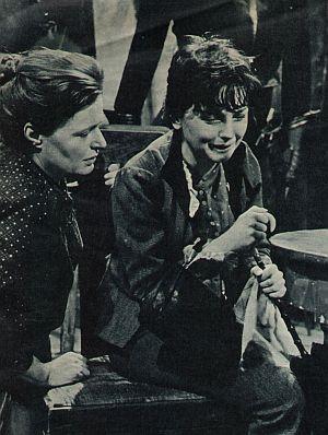 """Ingrid Andree und Gisela von Collande in der Hauptmann-Adaption """"Die Ratten"""""""