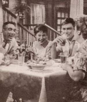 """Anthony Quinn, Shirley MacLaine, Earl Holliman und Shirley Booth in """"Hitzewelle"""""""