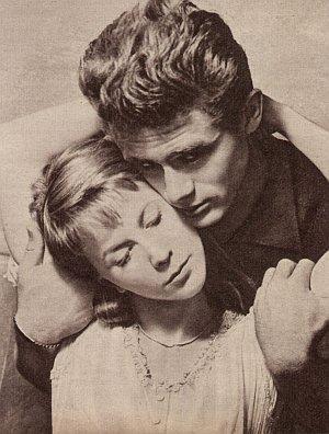 James Dean und Julie Harris kommen sich näher