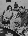 William Holden mit seiner Frau Brenda Marshall.