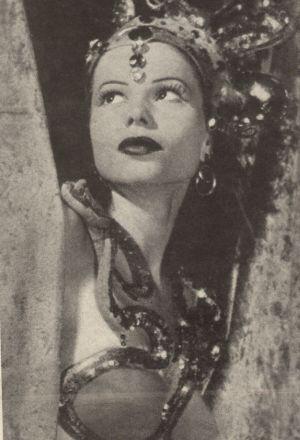 Die Tänzerin Laya Raki