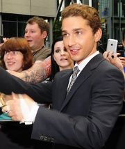 Shia LaBeouf mit Fans in Berlin