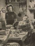 Familie Sandigate friedlich beim Abendessen