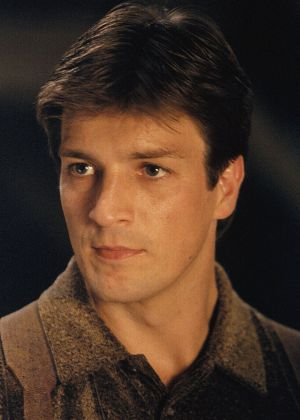 "Nathan Fillion als Captain Malcolm 'Mal' Reynolds in ""Firefly"""