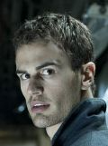 Theo James, Underworld Awakening (3D) (Szene 8) 2012