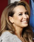 Mandy Grace Capristo strahlt bei der Arbeit zu &quot;Das Geheimnis der Feenflgel&quot;