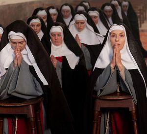 """Susanne (Pauline Etienne) erlebt als """"Die Nonne"""" eine Odyssee"""