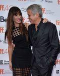 """Sandra Bullock und George Clooney gut gelaunt bei der Premiere von """"Our Brand is Crisis"""" in Toronto"""