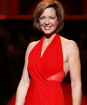 Allison Janney auf der The Heart Truth Fashion Show 2008