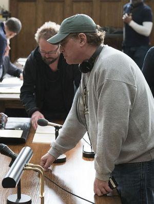 """Regisseur und Drehbuchautor Aaron Sorkin am Set von """"Molly's Game - Alles auf eine Karte"""""""