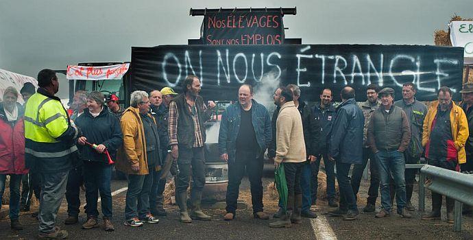 Ein Dorf zieht blank (Normandie nue, 2018)