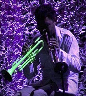 Arve Henriksen versucht es mit zwei Trompeten