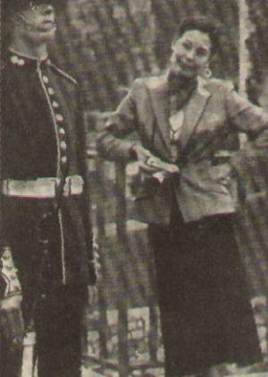Ava Gardner mit Soldat