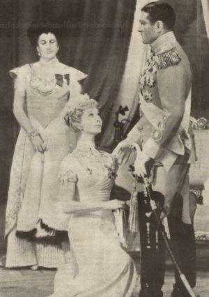 Vivien Leigh kniet vor Laurence Olivier