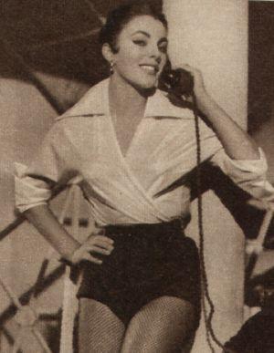 Joan Collins tanzt
