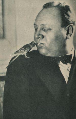 Emil Jannings mit Wellensittich