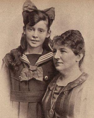 Die junge Zarah Hedberg mit Mutter