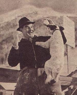 Adalbert Schlettow treibt seine Späße mit dem Filmhund