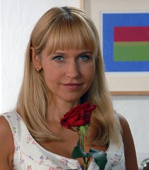 """Anica Dobra als Klinikerbin Miriam Berghoff in """"Die Alpenklinik"""""""