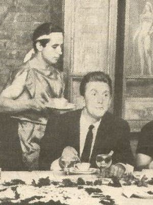 Kirk Douglas an der großen Tafel
