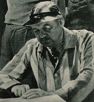 Regisseur Ralph Arthur Roberts bei der Arbeit