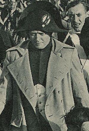 Werner Krauss inmitten einer Garde
