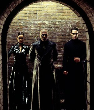 Carrie-Anne Moss, Laurence Fishburne und Keanu Reeves in: Matrix Reloaded