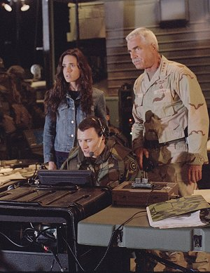 Jennifer Connell und Sam Elliotty (hinten) in: Hulk