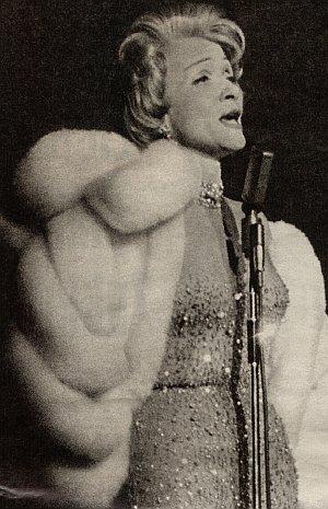 Marlene Dietrich bei Auftritt