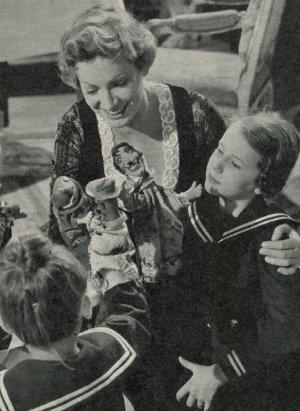 Ruth Leuwerik kümmert sich liebevoll um ihre Familie