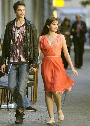 Jimi Blue Ochsenknecht und Emilia Schüle romantisch...