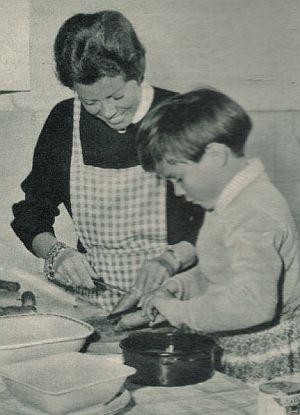 Hansi Wendler und Sohn Oliver Grimm in der Küche