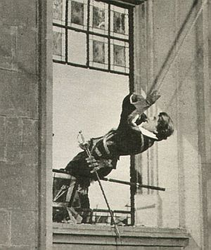 Waghalsige Schwingübung für Jean Marais