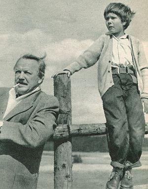 Theodor (Friedrich Domin) und Robby (Oliver Grimm) halten Ausschau nach ihrem Pferd