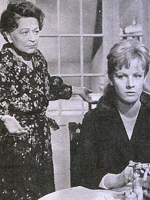 Heidi Brühl an der Seite von Grethe Weiser