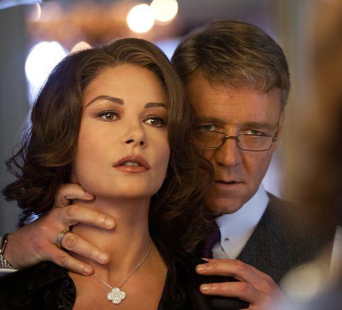 """Catherine Zeta-Jones mit Filmmann Russell Crowe in """"Broken City"""""""