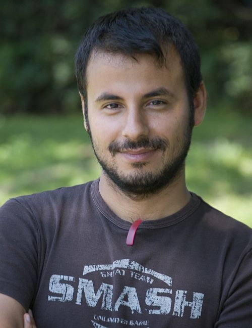 """Hüseyin Tabak auf dem Set von """"Deine Schönheit ist nichts wert"""""""