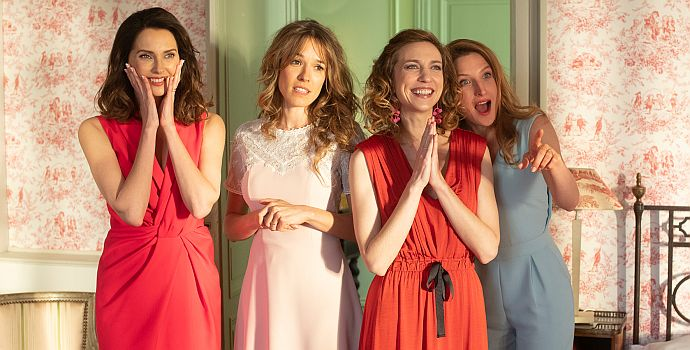 """Frédérique Bel, Élodie Fontan, Émilie Caen & Julia Piaton in """"Monsieur Claude und seine Töchter 2"""" (""""Qu'est-ce qu'on a encore fait au bon Dieu?"""" 2019)"""