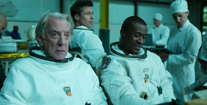 """Donald Sutherland, Brad Pitt & Sean Blakemore in """"Ad Astra - Zu den Sternen"""" (2019)"""