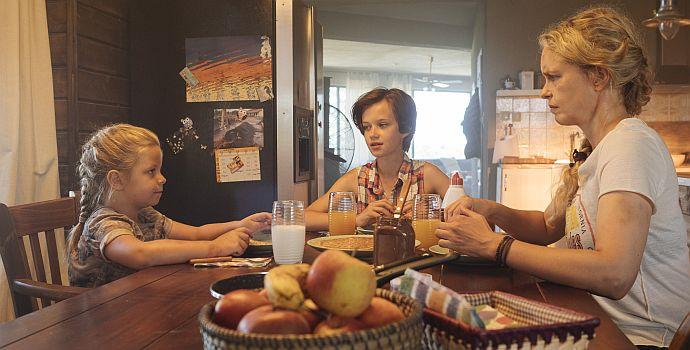 "Nina Hoss, Katerina Lipovska & Adelia Ocleppo in ""Pelikanblut"" (2019)"