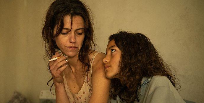 """Sarah Spale & Luna Mwezi in """"Platzspitzbaby"""" (2020)"""