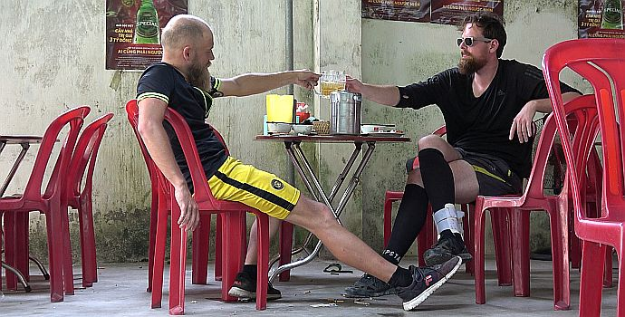 Verplant - Wie zwei Typen versuchen, mit dem Rad nach Vietnam zu fahren (2021)
