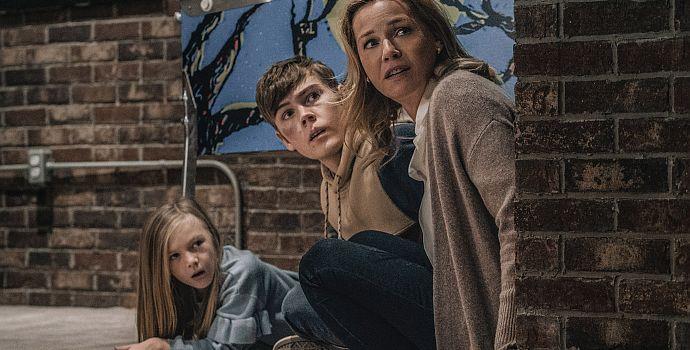 "Paisley Cadorath, Gage Munroe & Connie Nielsen in ""Nobody"" (2021)"